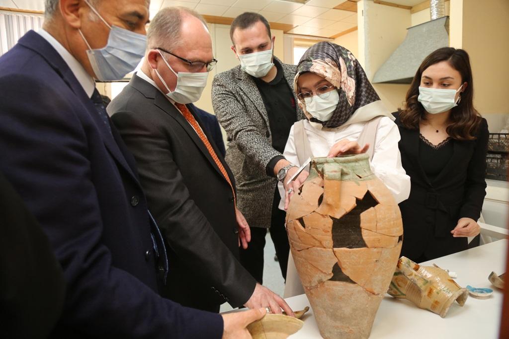 Kale Projesinde 42 Bin Parça Bizans ,Selçuklu ve Osmanlı Dönemine Ait Eserler Çıkarıldı