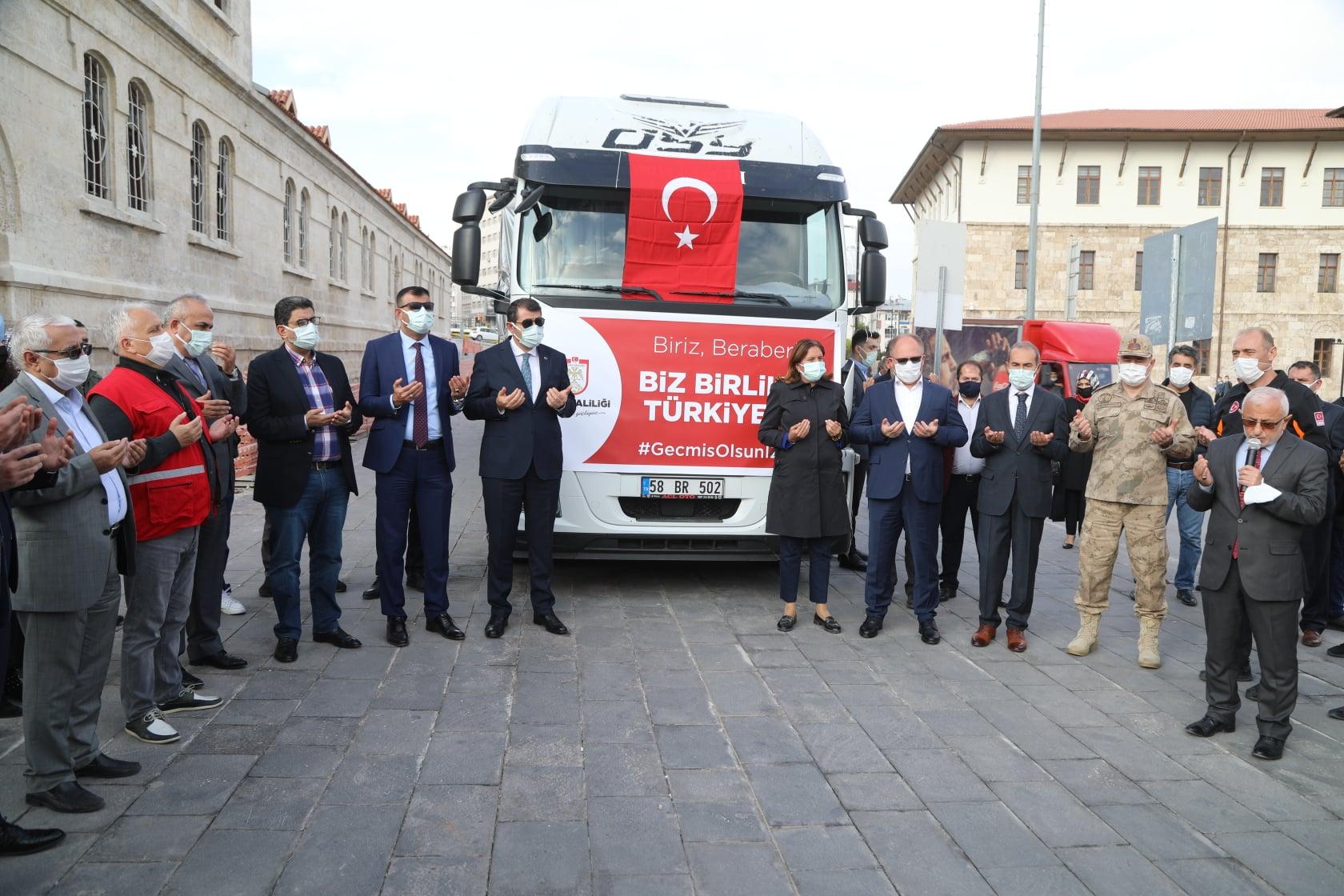 İzmir Depremine yardımlar Sivas'tan hareket etti