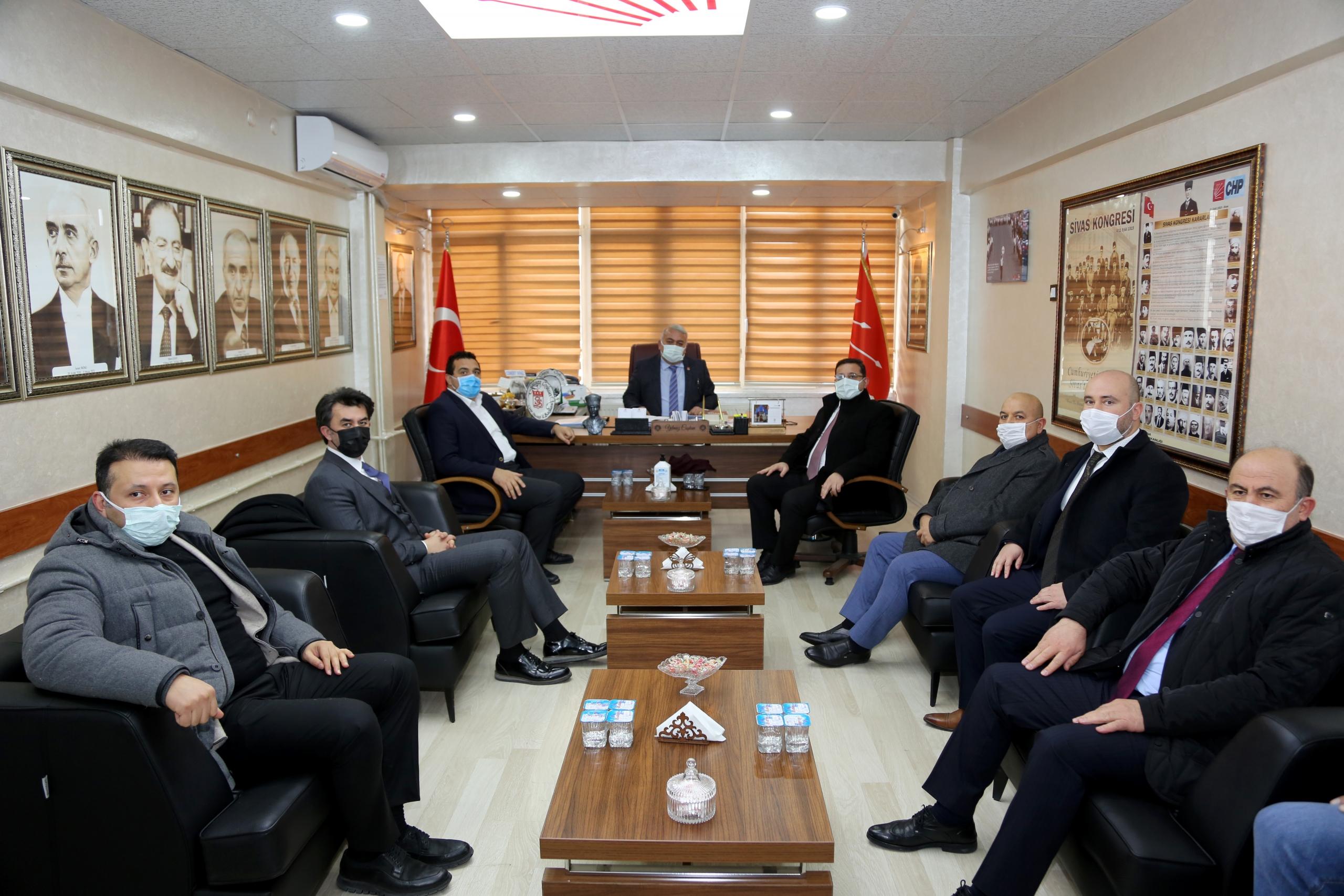 Sivas Ticaret ve Sanayi Odası (STSO) Başkanı Mustafa Eken ve yönetimi, siyasi partileri ziyaret etti