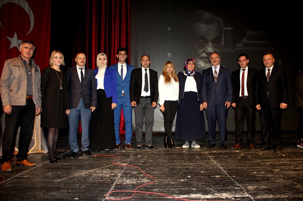 Necip Fazıl Kısakürek Şiir Okuma Yarışması'nda final heyecanı yaşandı