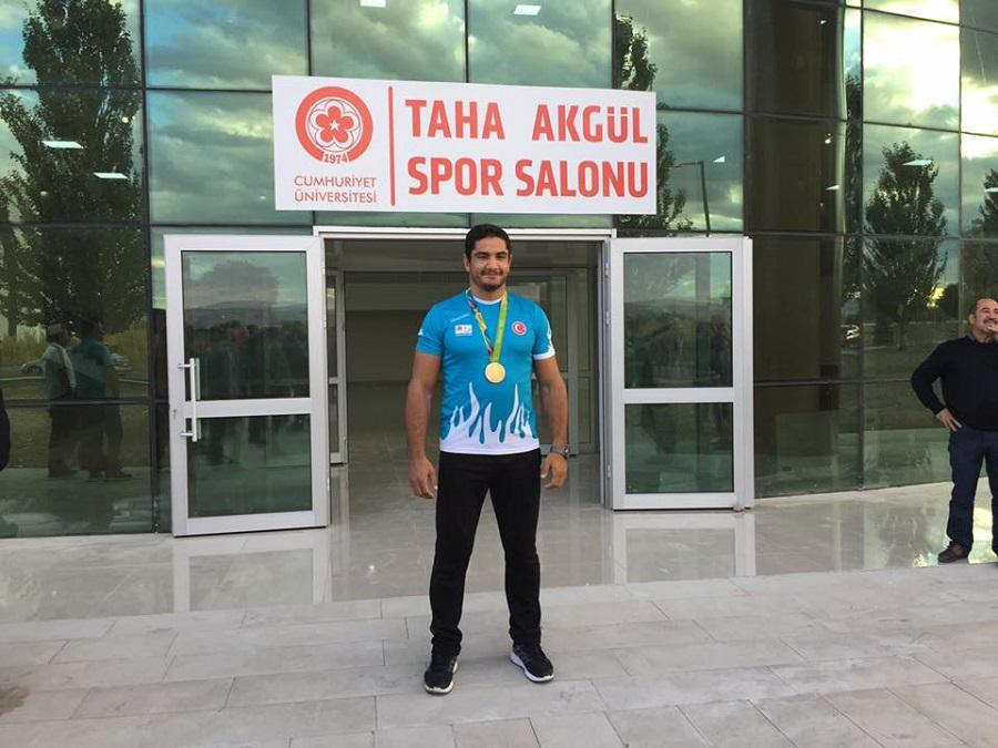 Rio Olimpiyat Şampiyonu Taha Akgül ve üçüncüsü Cen İldeme memleketinden çoşkulu karşılama
