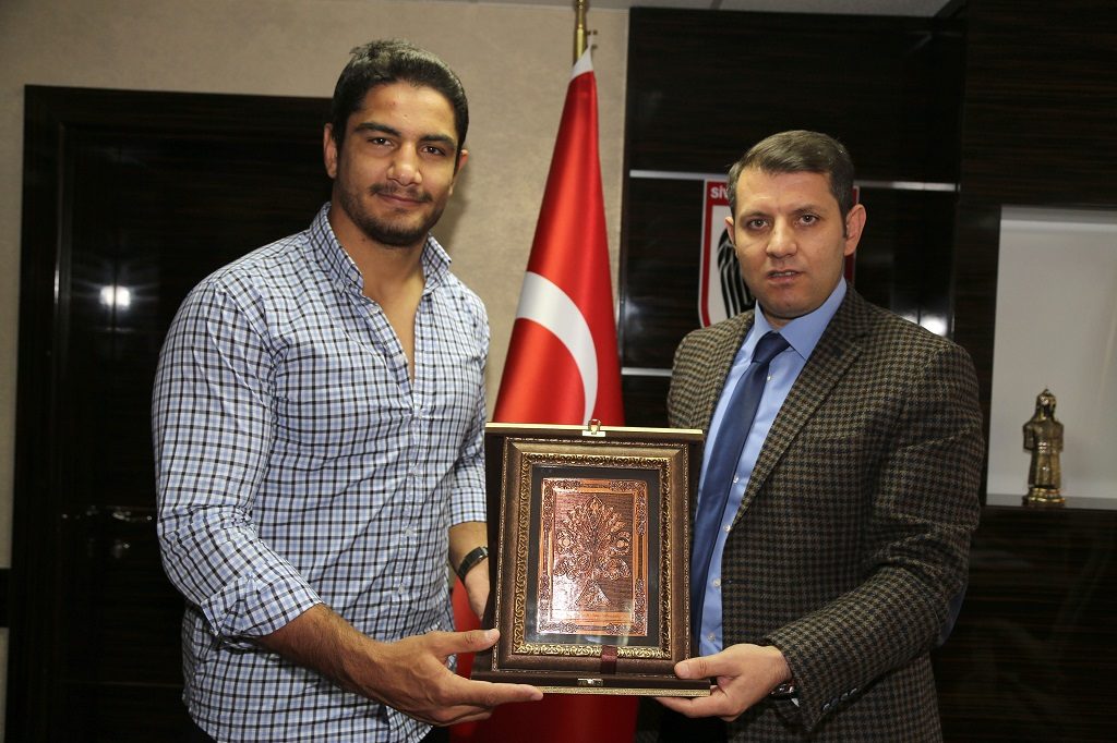 Olimpiyat Şampiyonu Akgül'den Genel Sekreter Ayhan'a Ziyaret