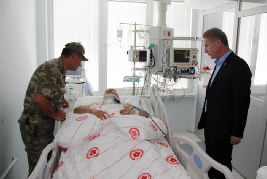 Vali Davut GÜL, Yaralı Askeri Hastanede Ziyaret Etti
