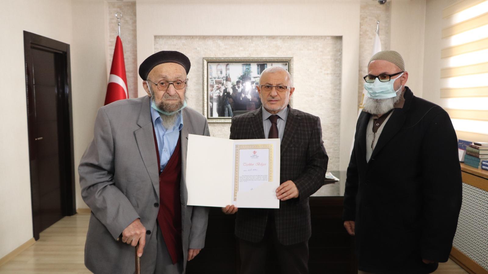 Akdağmaden'inde  Yaşayan Hayırsever Abacı, Merkez Cami ve Külliyesi İnşaatına Yardım Yapmak İçin Sivas'a Geldi
