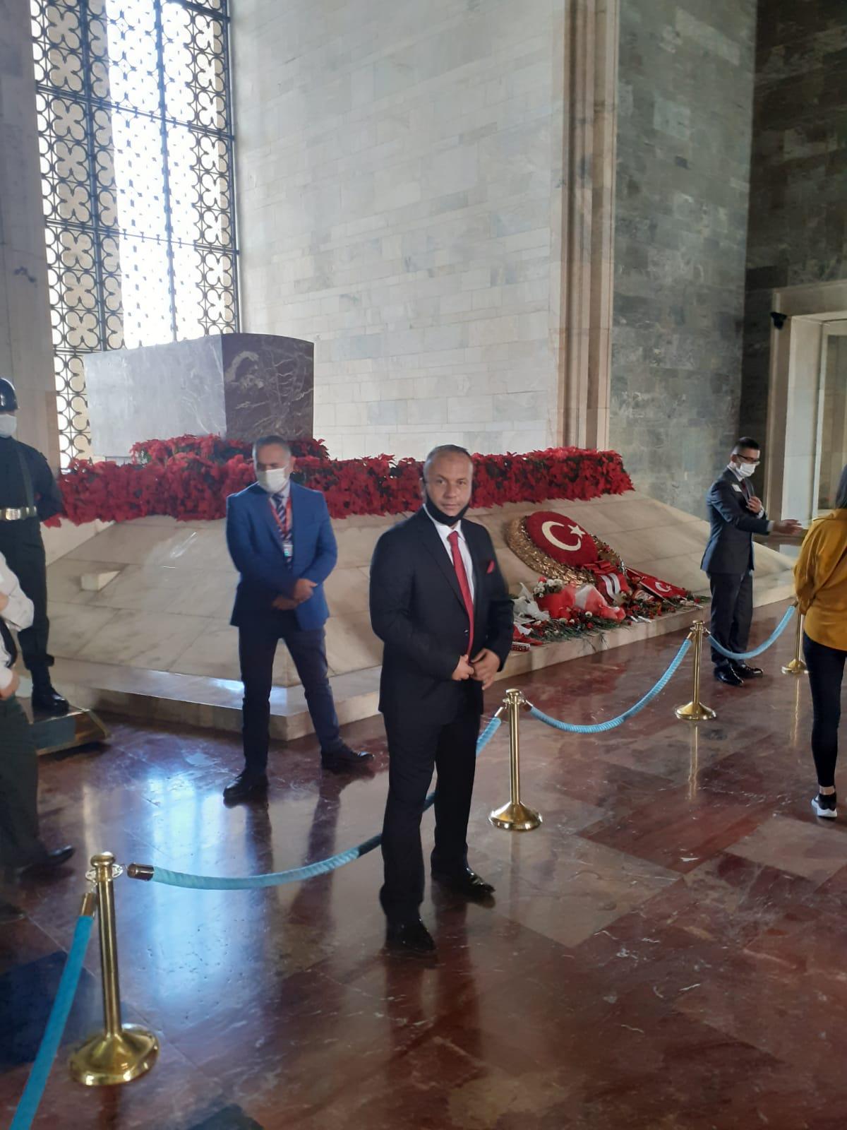 EYT'lilerin Umut Partisi Cumhuriyet Bayramın'da Anıtkabir'de kutladı