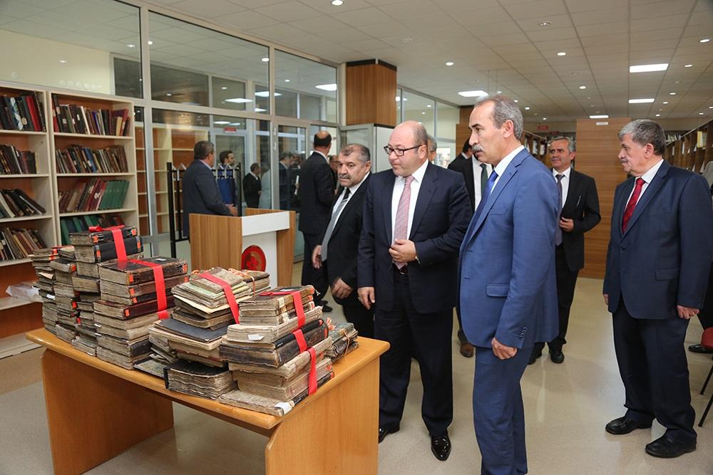 Cumhuriyet Üniversitesi kütüphanesinde  bulunan Yazma Eserler, Ziyabey Kütüphanesi'ne törenle devredildi