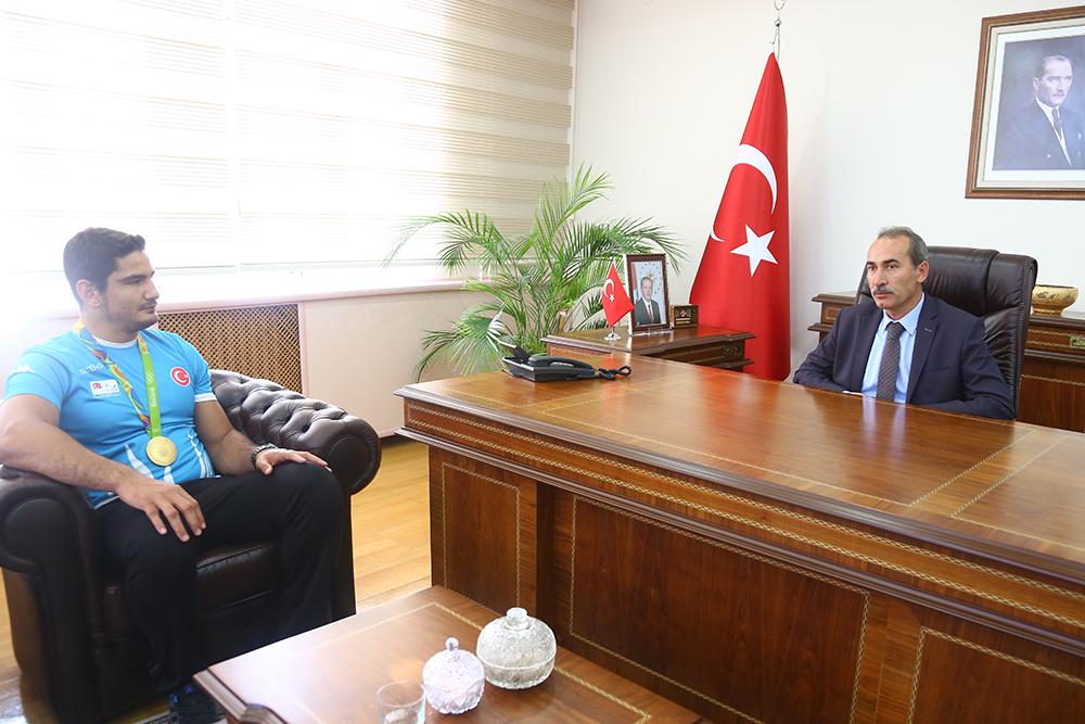 Cumhuriyet Üniversitesi yeni çok amaçlı salon'a Taha Akgül'ün ismi verildi