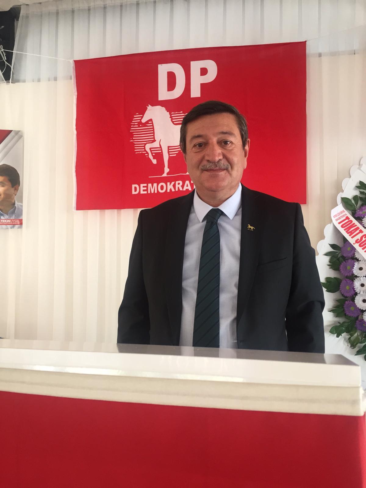 """Demokrat Parti (DP) Sivas İl Başkanı Numan Akay, bir kez daha küçük esnaf için çağrıda bulundu ve  """"Küçük esnafa destek ol Türkiye. Türkiye'de esnaflarımız entübe olmuştur, nefes alamaz haldedir."""""""